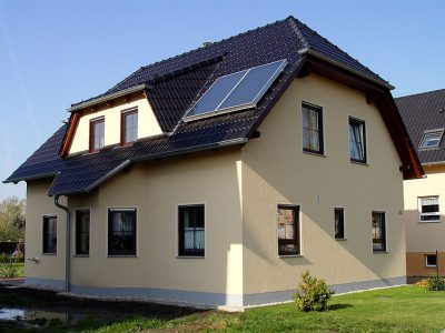 Massives Landhaus, Neukieritzsch 2008 - Bild 1